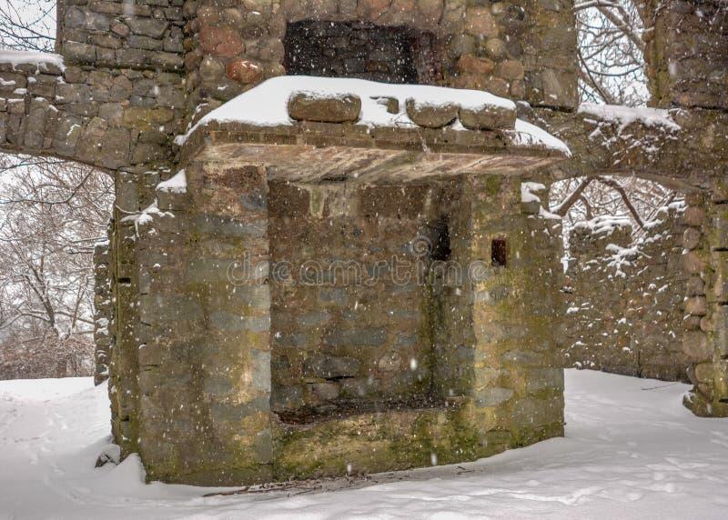 老壁炉在班克罗夫特城堡内墙壁的暴风雪保持身分  库存图片