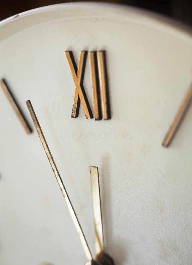 老壁钟的时钟表盘 库存图片