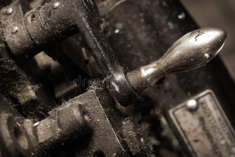 老多灰尘的生铁机器 免版税库存图片
