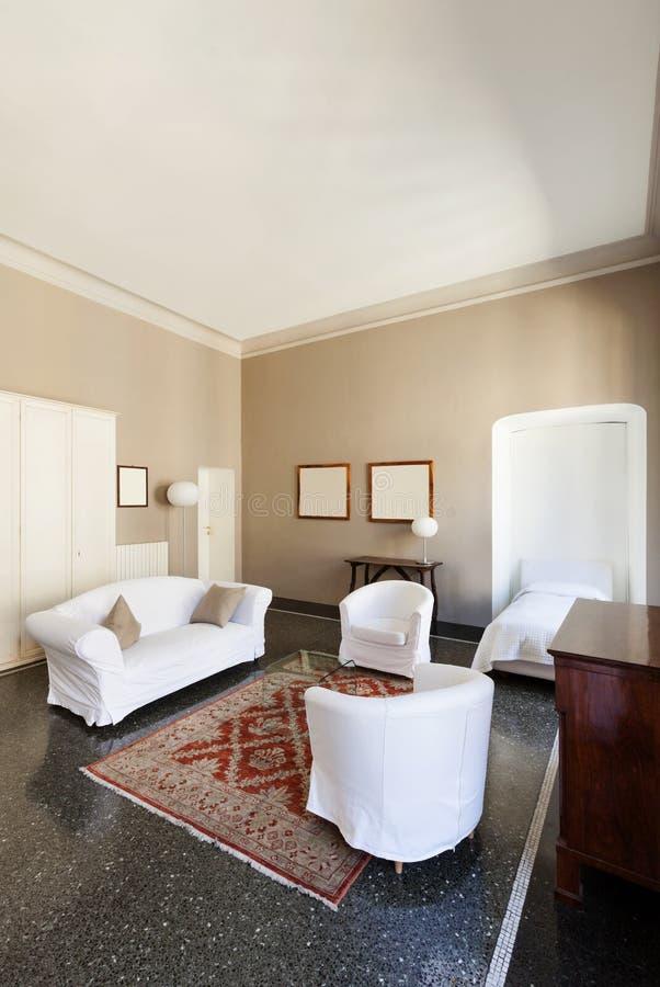 老大厦的旅馆客房 免版税库存照片