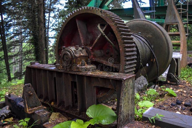 老大生锈的金属机制卷 库存图片