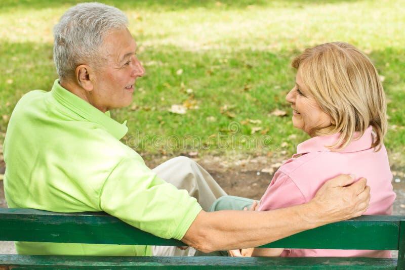 老夫妇户外 免版税库存图片