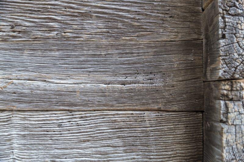 老委员会木被毁坏的墙壁  免版税库存照片