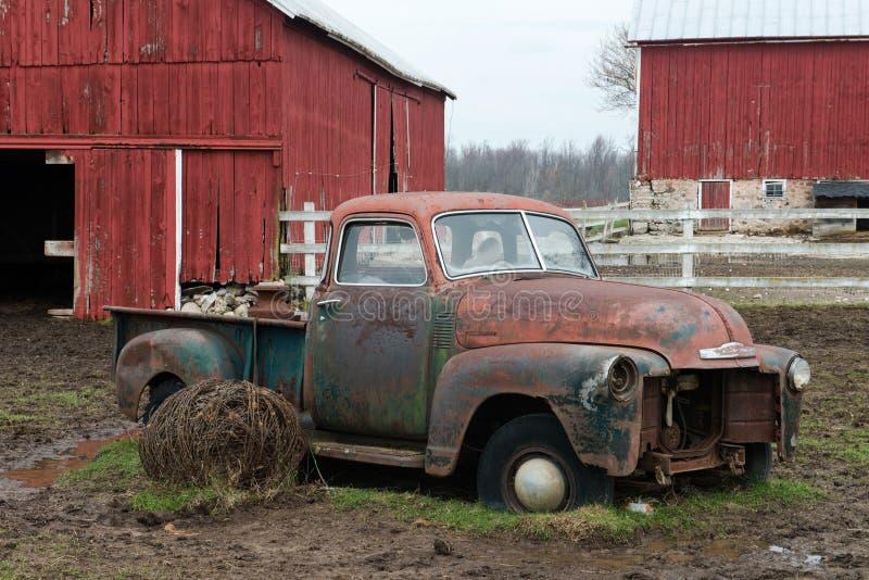 老威斯康辛奶牛场卡车 库存图片