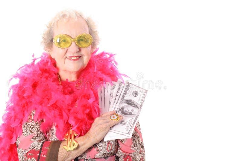 老婆婆她的显示赏金的抽奖 免版税库存照片