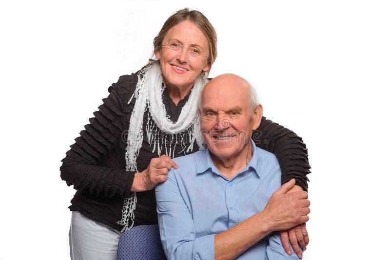 老婆婆拥抱她的丈夫 免版税库存照片