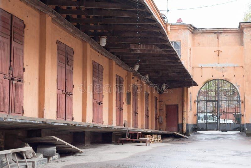 老存贮藏库在一个老欧洲城市 免版税库存照片