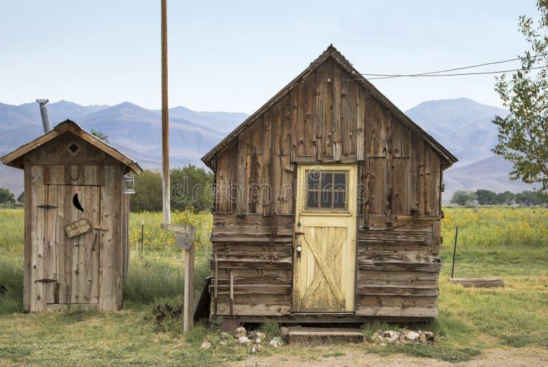 老客舱和洗手间在加利福尼亚 免版税图库摄影