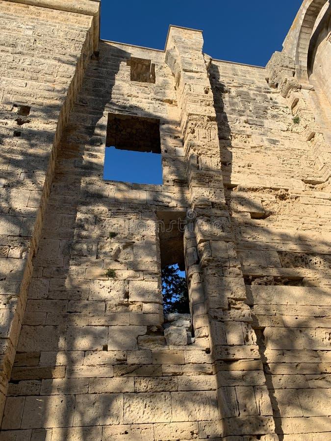 老室外Maguelone大教堂墙壁 免版税库存图片