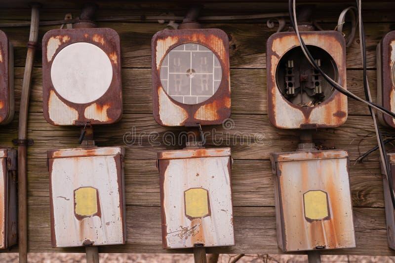 老家庭保险丝箱子盘区生锈了电机设备 库存照片