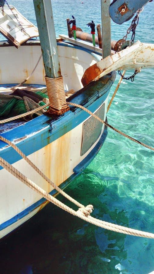 老小船在港口 免版税库存照片