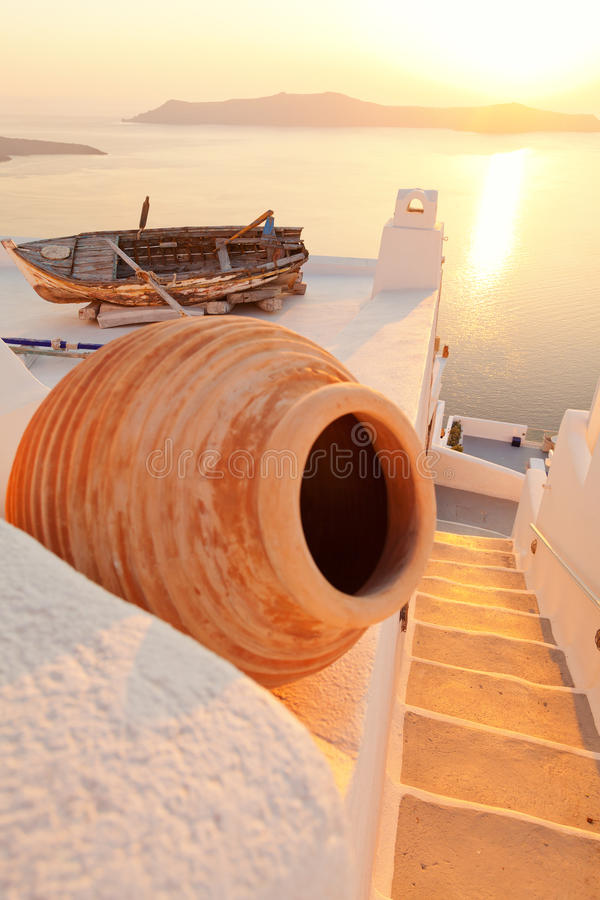 老小船在Firostefani,圣托里尼 库存图片