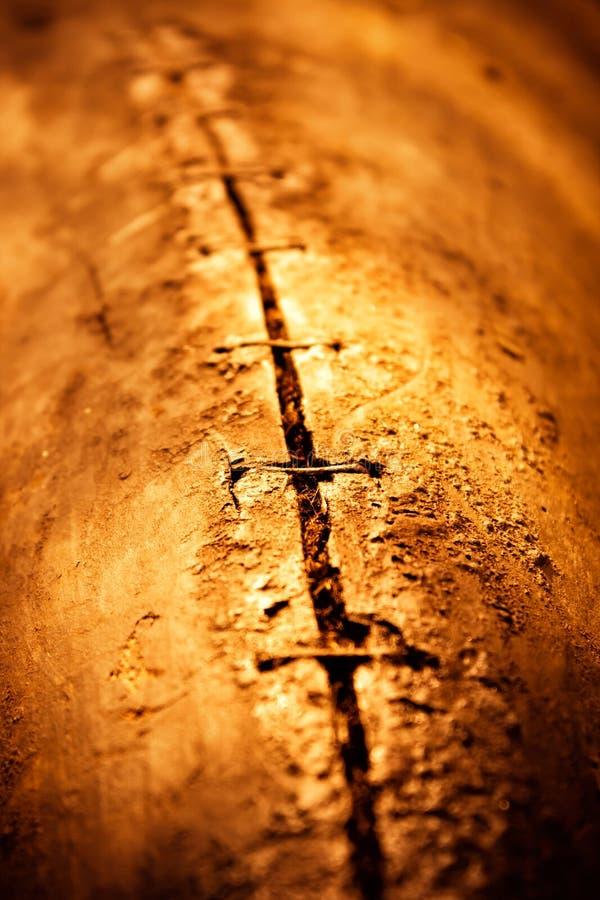 老小船的老涂焦油木板条抽象背景  免版税图库摄影