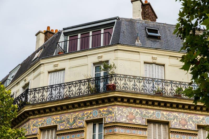 老居民住房前面,巴黎 库存照片