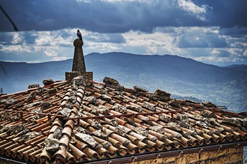 老屋顶在圣莱奥 库存图片