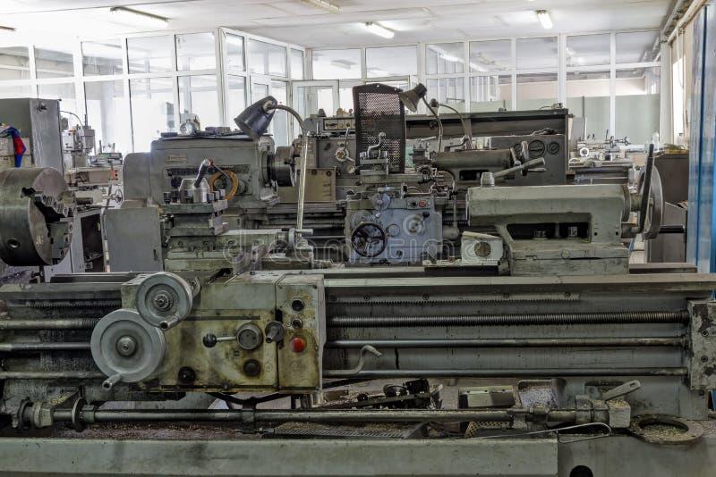 老工业设备 转动的车床 图库摄影