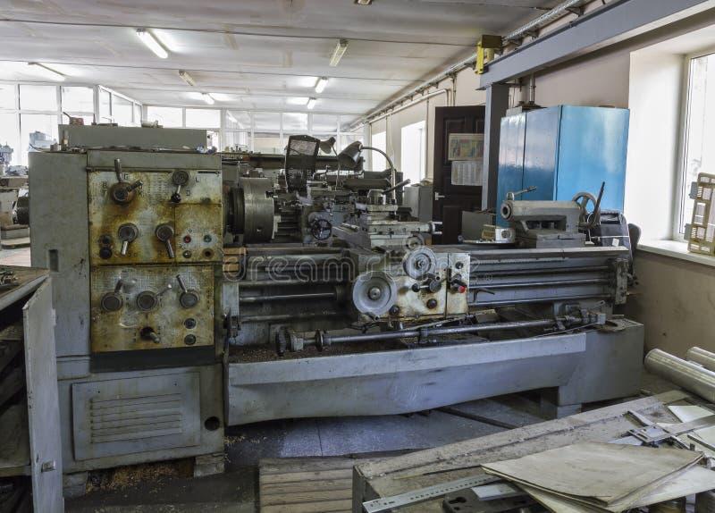 老工业设备 转动的车床 库存照片