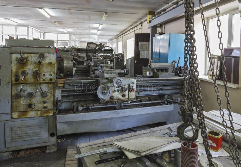 老工业设备 转动的车床 库存图片