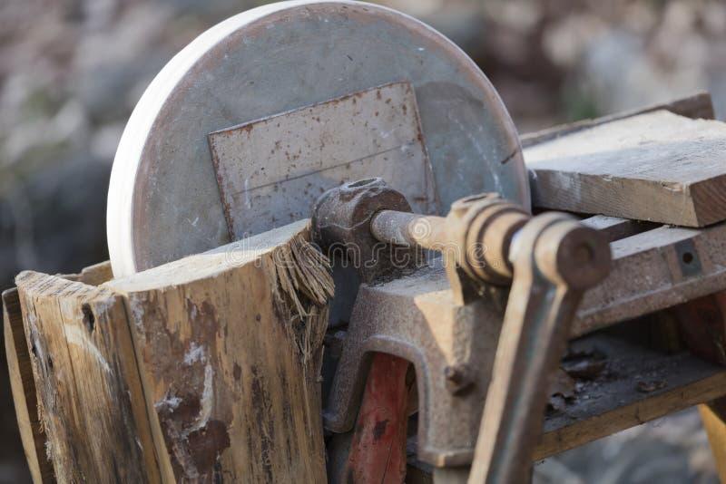 老工具在农场 库存照片