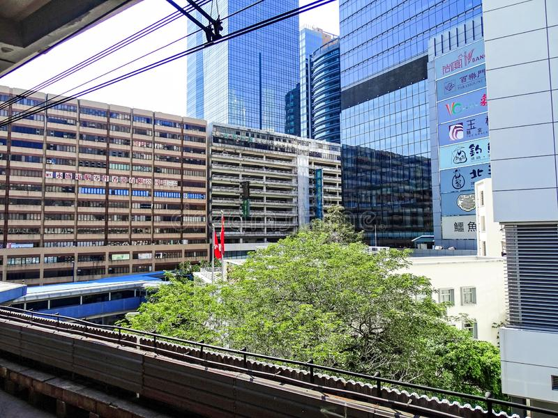 老工厂和仓库厂房和新的办公室和居民住房在观塘区在香港 库存照片