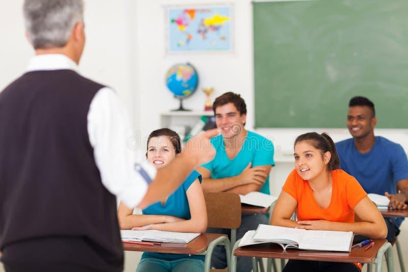 老师教的学生 免版税库存图片