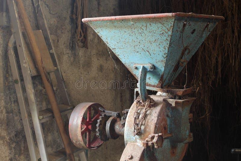 老干草压碎器 库存图片