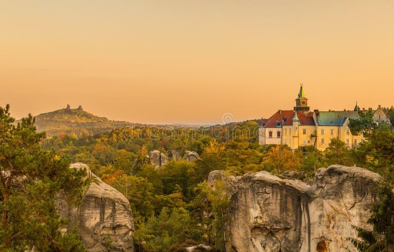 老幻想城堡和中世纪城堡风景 免版税库存图片
