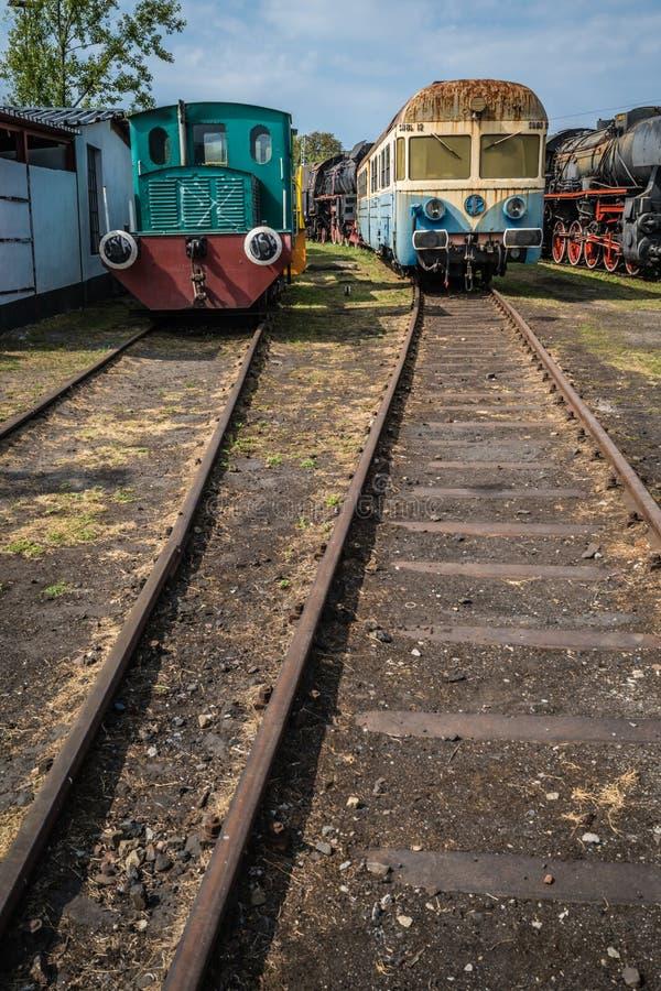 老废弃的旅客列车 免版税图库摄影