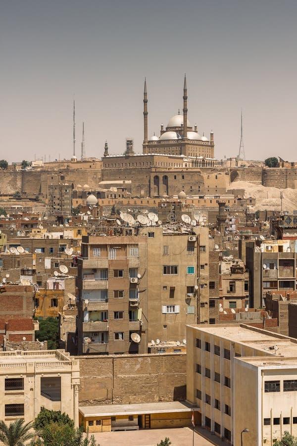 老开罗都市风景有在城堡和Salahaddin清真寺的看法 免版税库存照片