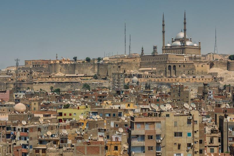 老开罗citiscape有在城堡和雪花石膏清真寺的看法 图库摄影