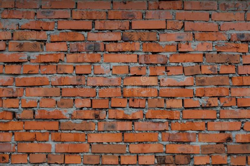 老弯曲的砖墙 免版税图库摄影