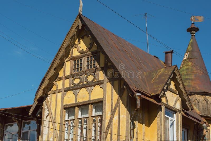 老德国木黄色大厦 大厦的上半身 免版税库存图片