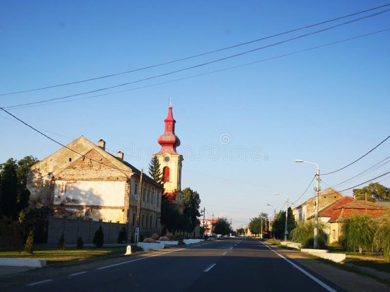 老房子和教会 免版税库存图片
