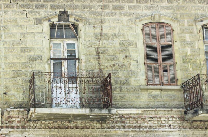 老房子阳台 免版税图库摄影