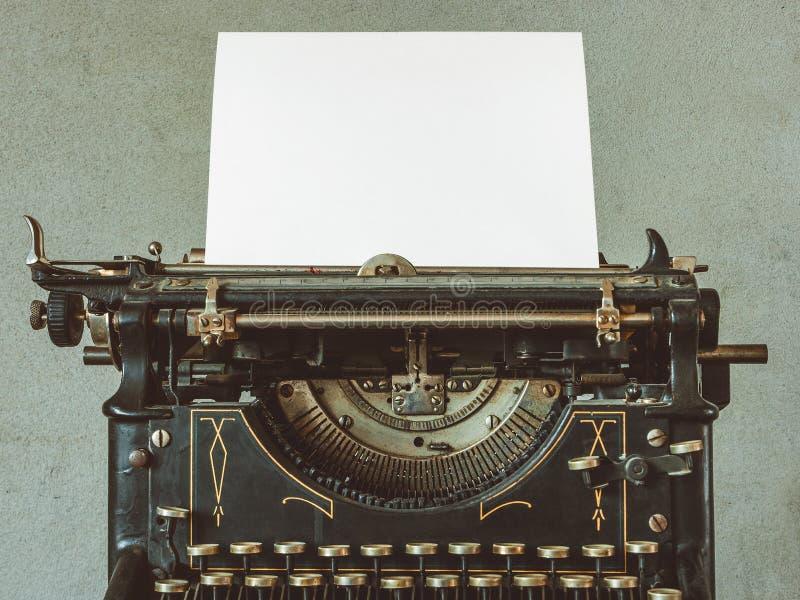 Download 老打字机 库存图片. 图片 包括有 信函, 新闻记者, 关闭, 金属, 设备, 过时, 打字机, 作家, 关键董事会 - 62539413