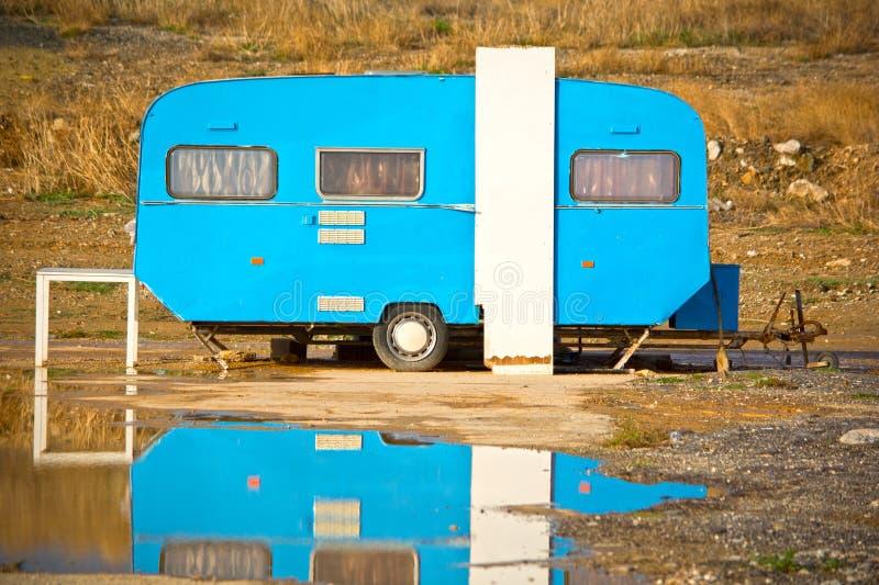 老拖车有蓬卡车 免版税图库摄影