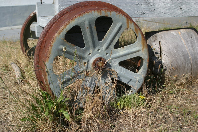 老拖车轮子 免版税库存图片