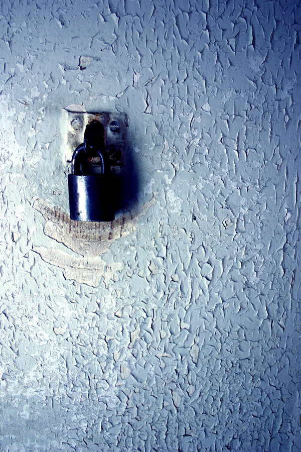 老挂锁油漆削皮 库存照片