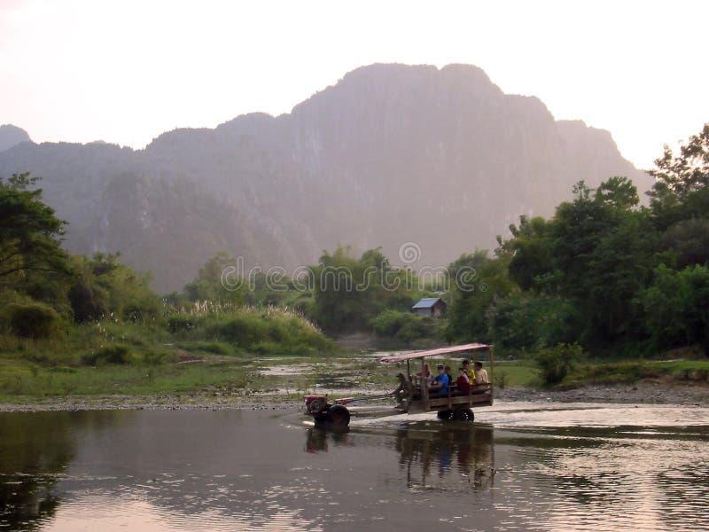 老挝拖拉机vang Vieng水 库存图片