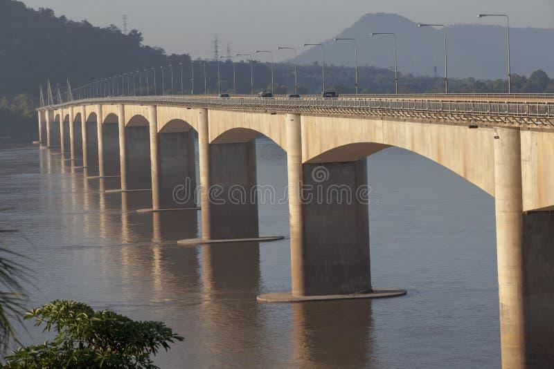 老挝日本友谊桥梁横穿美好的早晨光  库存照片