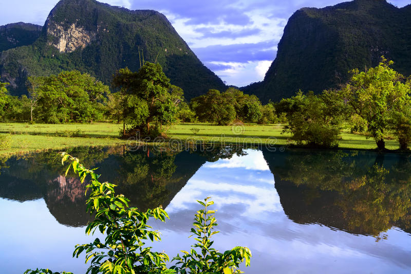 老挝的反射。小山。 免版税库存图片