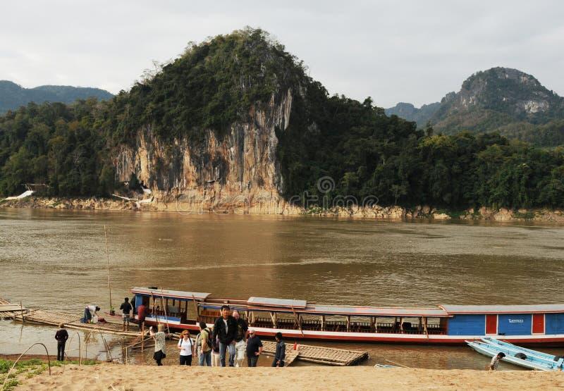老挝:在湄公河的朴Ou孔在Luang Brabang北部 库存照片