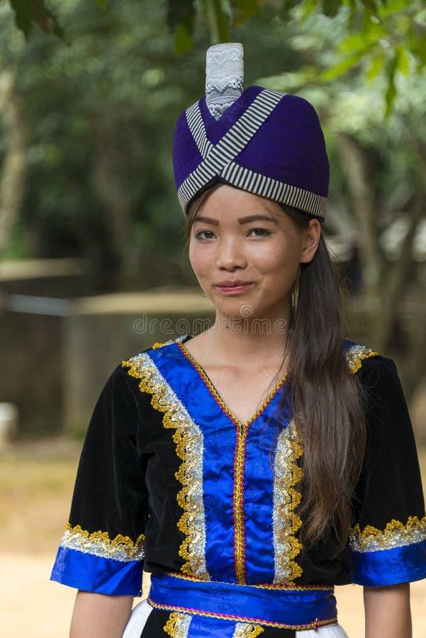 从老挝Hmong少数族裔小山部落的女孩 免版税库存图片