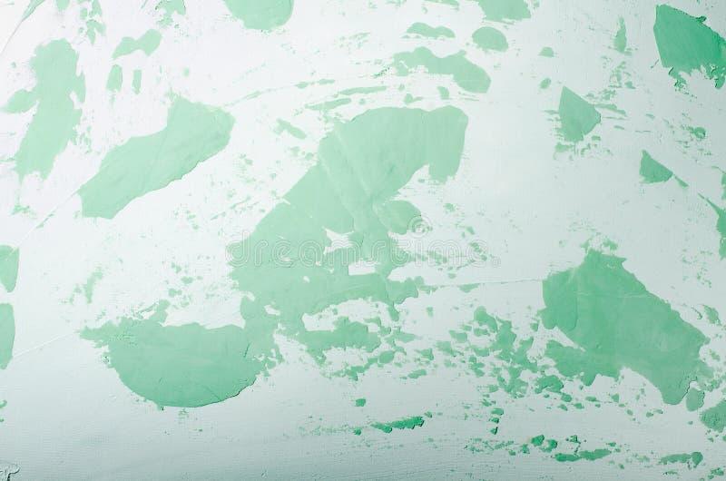 老损坏的破裂的油漆墙壁,难看的东西背景,绿色淡色 免版税库存图片