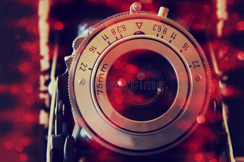 老摄象机镜头抽象照片有闪烁覆盖物的 减速火箭被过滤的图象 选择聚焦 图库摄影