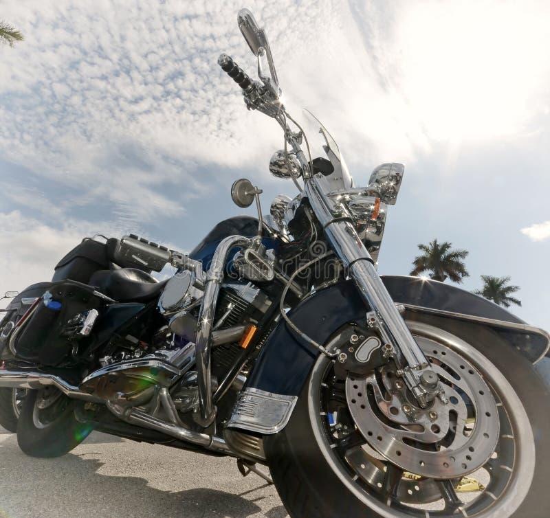 老摩托车在阳光下 库存照片