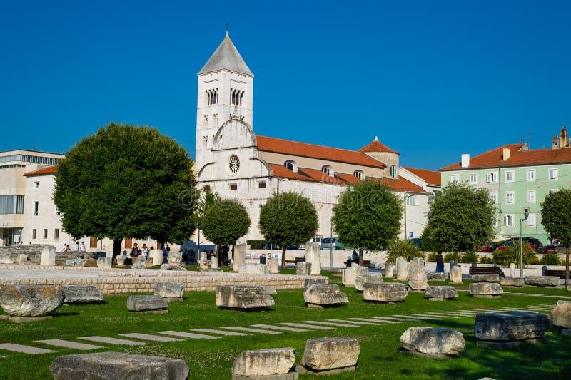 老教会和古老废墟在扎达尔,克罗地亚 免版税库存照片