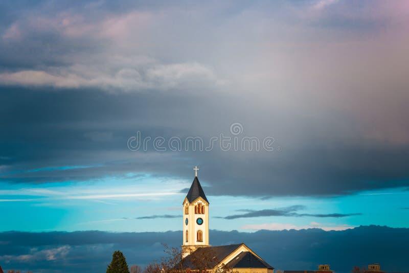老教会-天空蔚蓝在弗兰肯塔尔德国 免版税库存图片