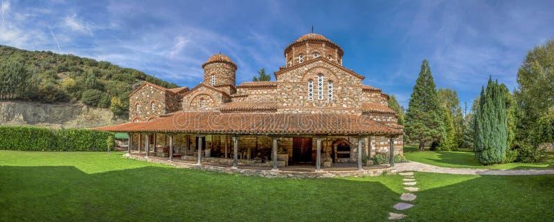 老教会-斯特鲁米察,马其顿- Vodocha修道院-全景 免版税库存照片