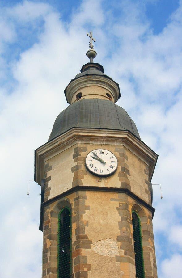老教区教堂的尖顶在大毛罗什 免版税库存照片